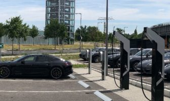 Porsche connects 800V charging park to the grid